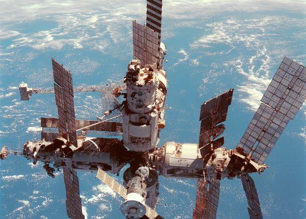 3.18  קיצור תולדות מסעי החלל