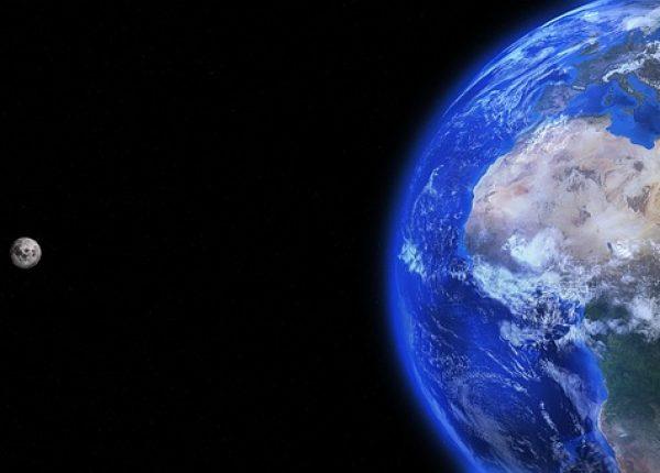 5.1  הארץ והירח